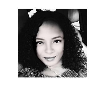 IMAGE OF JASMIN LEER IN BLACK AND WHITE
